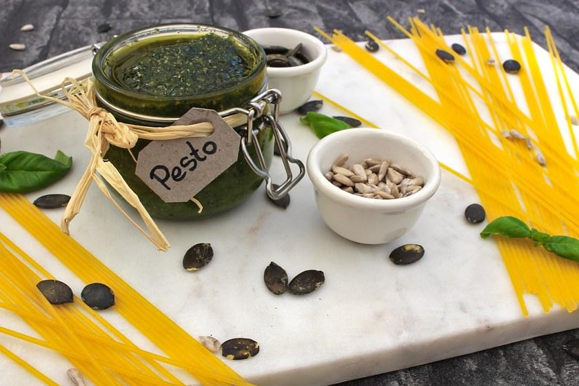 Karottengrün Pesto mit Kürbiskernen