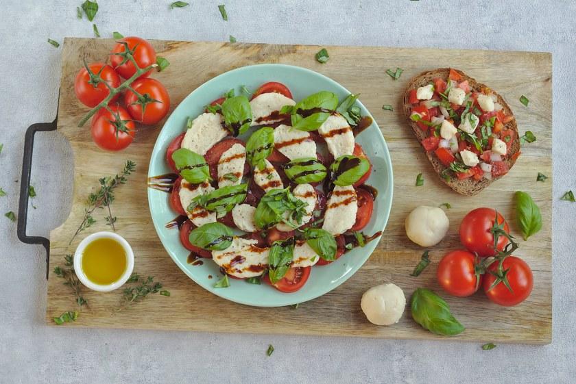 Veganer Mozzarella aus Cashews und Flohsamenschalen