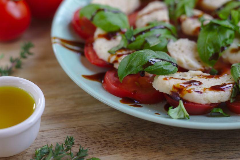 Veganer Cashew Mozzarella aus Flohsamen
