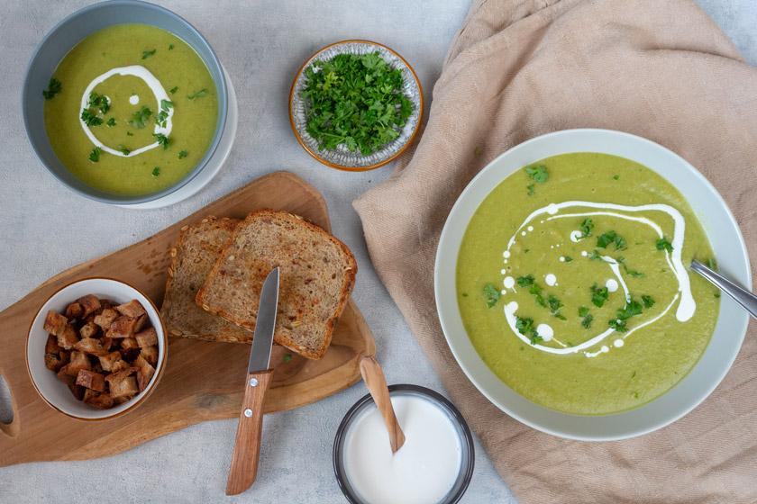 vegane würzige Blumenkohl-Bohnen Suppe mit Garam Masala
