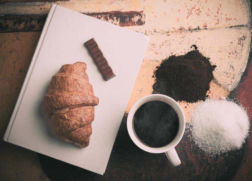 Zucker im Kaffee - erster Zuckerreduktionsgipfel tagt