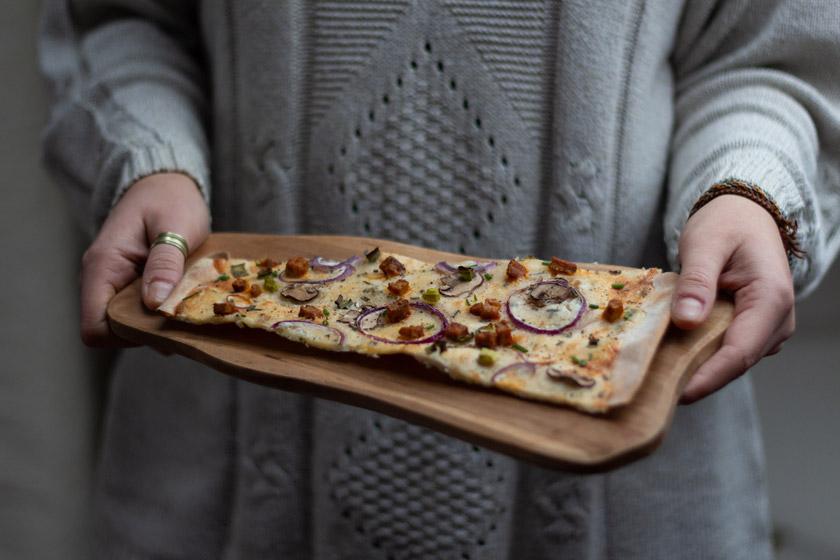 Veganer Flammkuchen Rezept mit Räuchertofu
