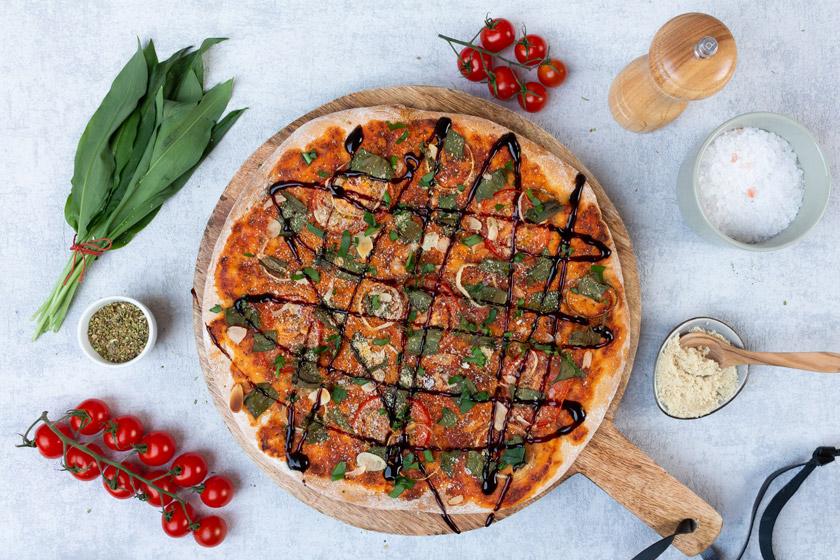 Bärlauch Rezept - Bärlauchpizza mit Parmesan vegan