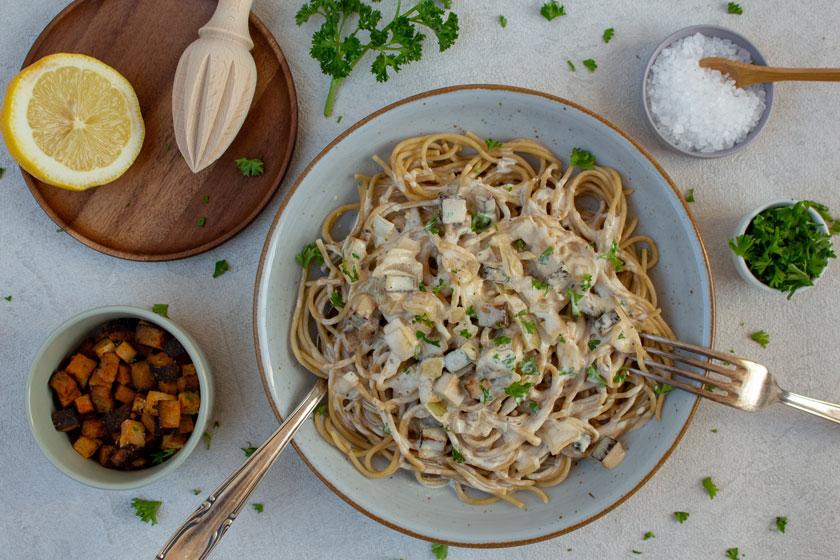 Vegane Spaghetti Carbonara mit Räuchertofu - purelimon