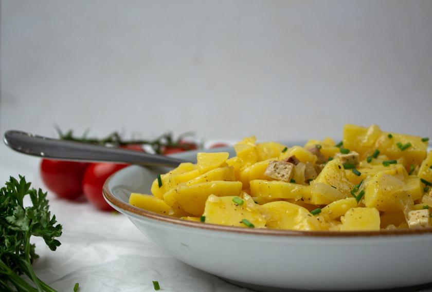 veganer Kartoffelsalat mit Essig und Öl -purelimon