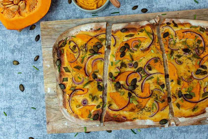 Herbstlicher Kürbis-Flammkuchen vegan - purelimon
