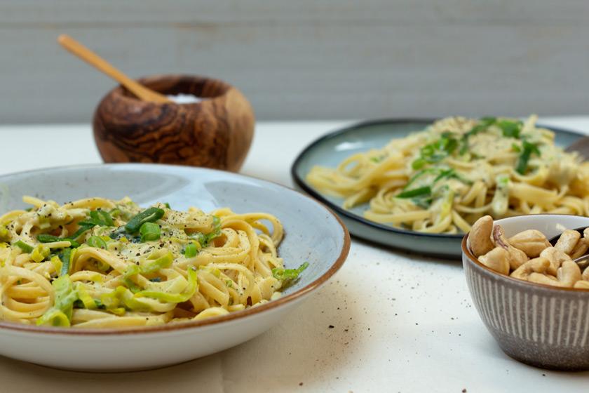 Linguine-mit-veganer-Käse-Lauch-Sauce - purelimon