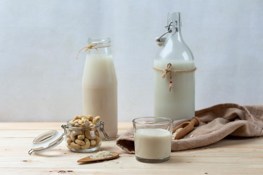 selbst gemachte Pflanzenmilch aus Cashews - purelimon