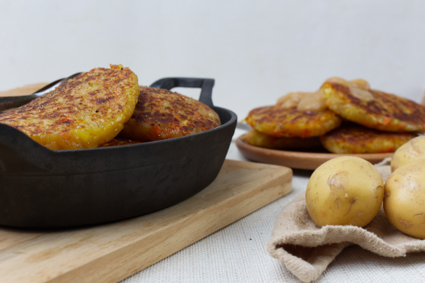 Kartoffelrösti mit Karotten und Apfelbrei - purelimon