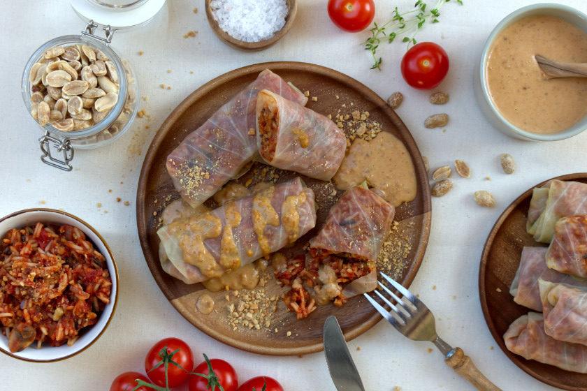 vegane Weißkohlrouladen mit Erdnusssauce - purelimon
