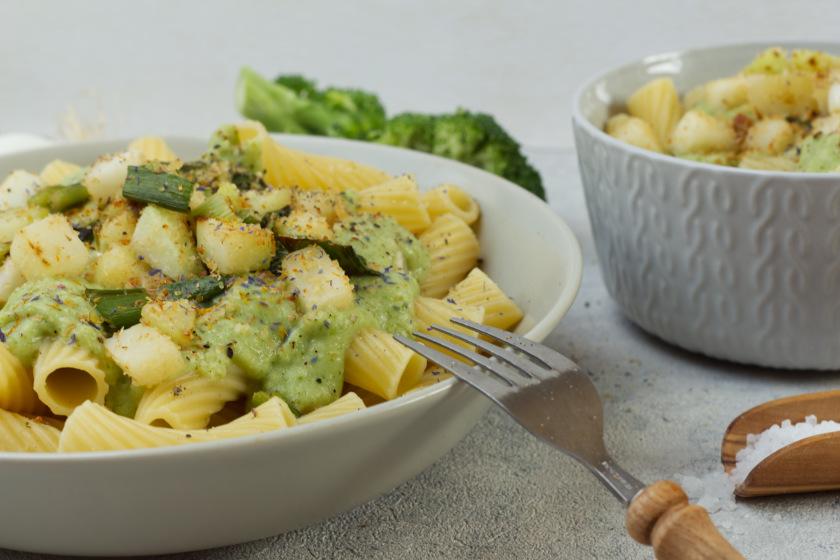 Nudeln mit Brokkolisauce vegan - purelimon