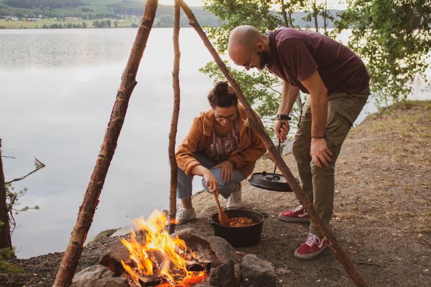 Kochen über dem offenen Feuer - purelimon