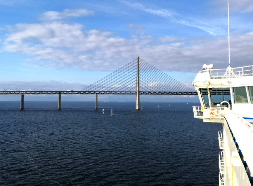 Öresundbrücke mit der Fähre - purelimon