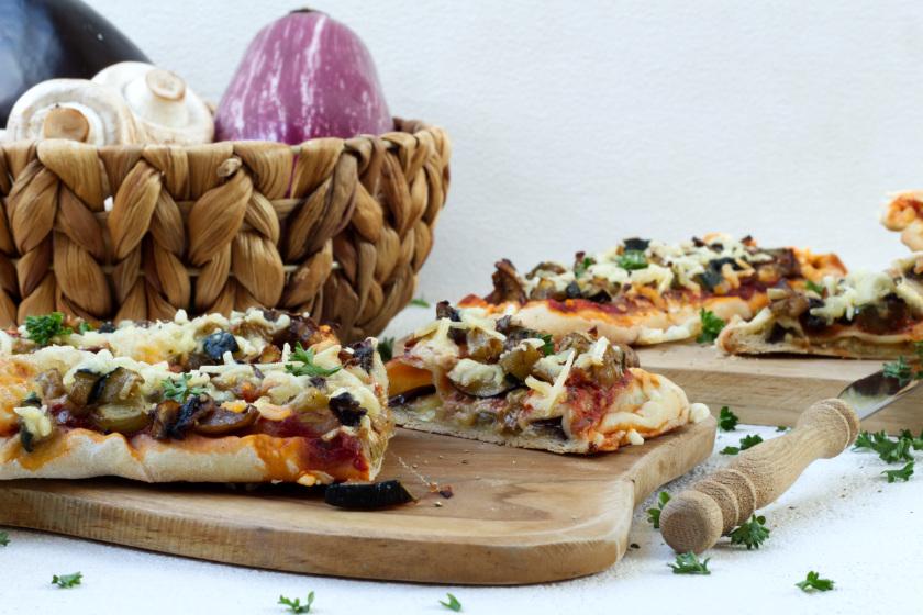 Auberginenpizza mit Knoblauchpilzen und Zucchini - purelimon
