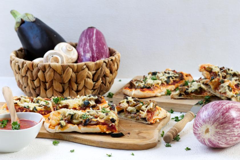 Pizzaschiffchen mit gebackener Aubergine - purelimon